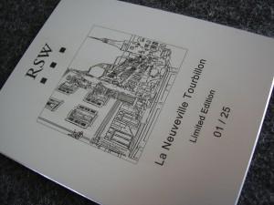 Aluminium Brett graviert mit einem gemalten Bild und Informationen