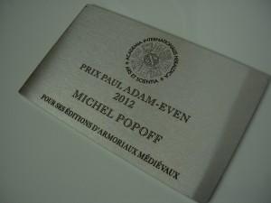 Aluminium Brett graviert mit einem Logo und Titel eines Preises