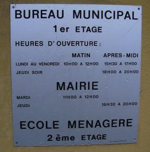 Signalisation à l'entrée d'un immeuble