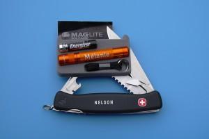 Couteau suisse et lampe de poche avec logo et prénom.