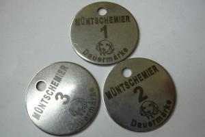 Médailles en inox de longues durées pour la taxe de chien marquées au laser.