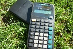 Calculatrice en plastique de modèle Texas Instrument (le modèle est à choix!)
