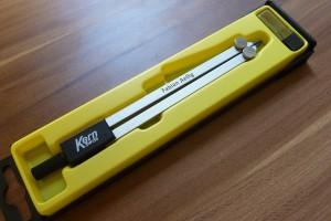 Le compas est de la marque KERN (Swiss). Le modèle est à choix.