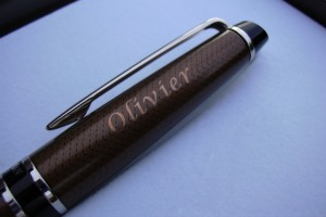 Exemple d'un prénom sur un stylo Parker.