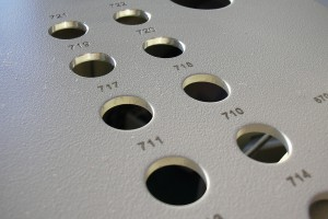 Numéros graduels sur une plaque.