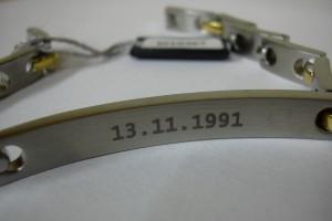 A l'intérieur du bracelet, marquage de la date de naissance.