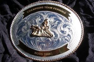 Gravure sur une boucle de ceinture pour champions de Team Penning.