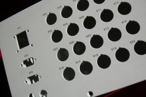 Inkrement auf einem Brett aus Stahl graviert mit dem Laser