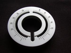 Gravure laser d'une graduation en arc de cercle à 360°.