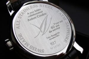 Marquage Laser sur le fond de montre pour célébrer les 40 ans de service d'un collaborateur.